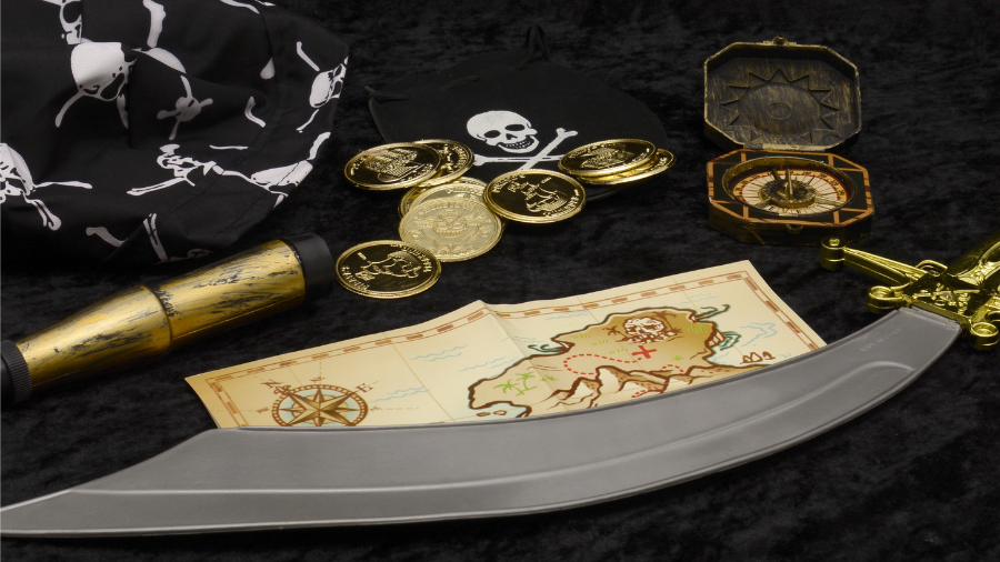 pirates-of-the-caribbean-movie-props-featured-image