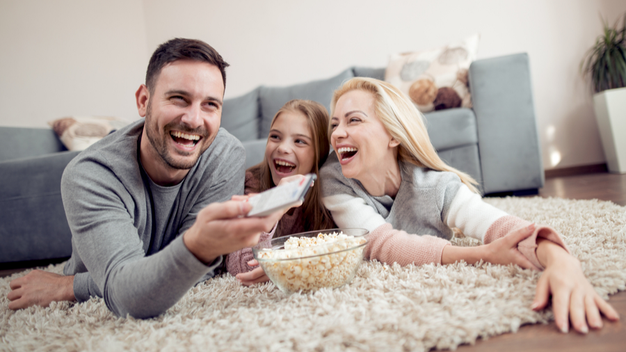 featured-image-ideas for family movie night at home